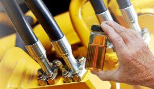 verificacao-e-amostragem-da-condicao-de-fluidos-hidraulicos-em-campo